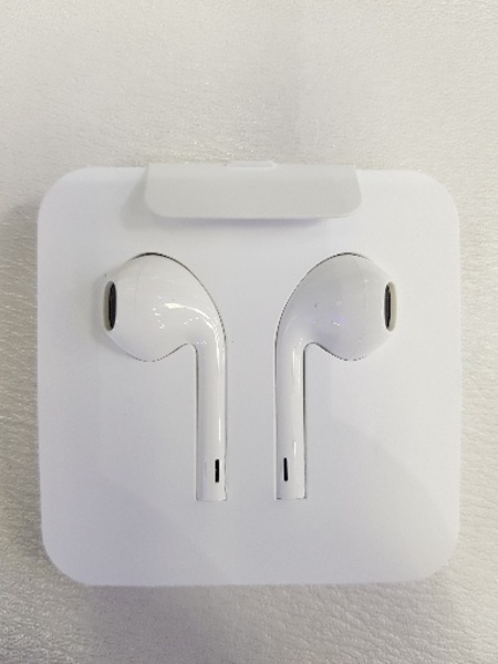 Used Apple original headset for all iPhone in Dubai, UAE