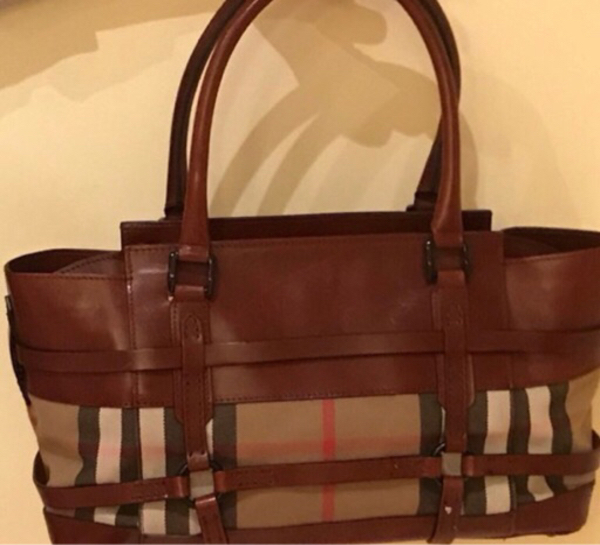 Used Authentic 100% Burberry perfect con in Dubai, UAE