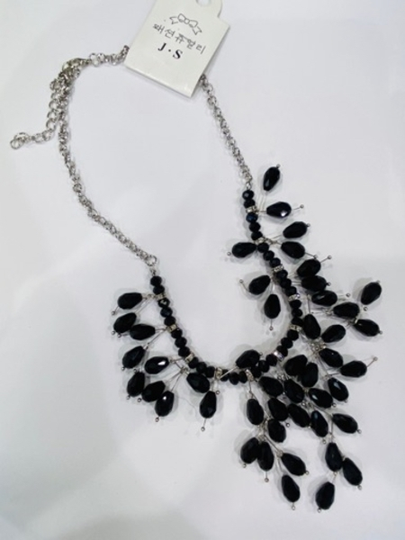 Used Fashion Accessories/necklace in Dubai, UAE