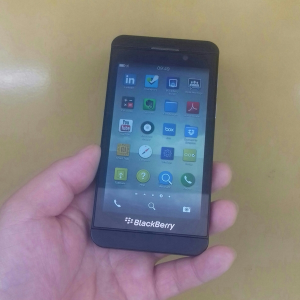 Blackberry Z10 Used Mobile Only, 2 GB Ram 16 GB Memory.