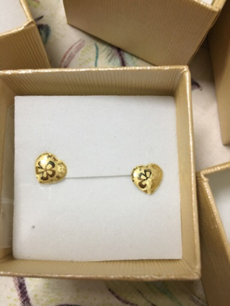 Used 18k real gold earrings! 150 pair! in Dubai, UAE