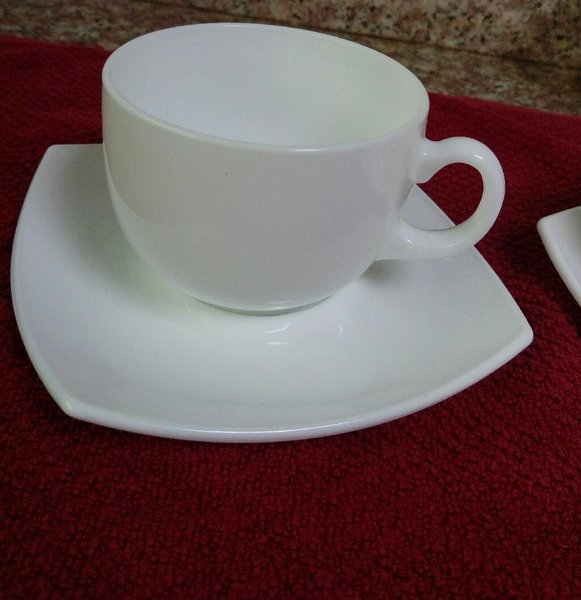 Used Decent White cups 5 with saucers in Dubai, UAE