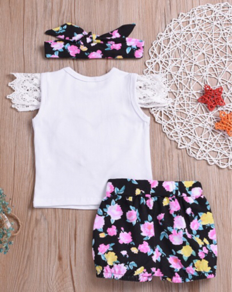 Used 3piece Lace Sleeves Floral Short in Dubai, UAE