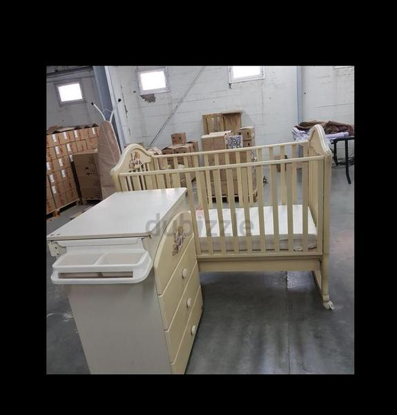 Used Alina baby bed with changing table in Dubai, UAE