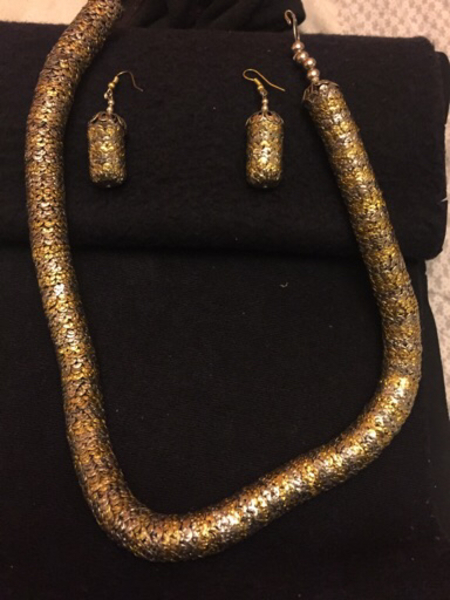 Used Unique necklace with earnings  in Dubai, UAE