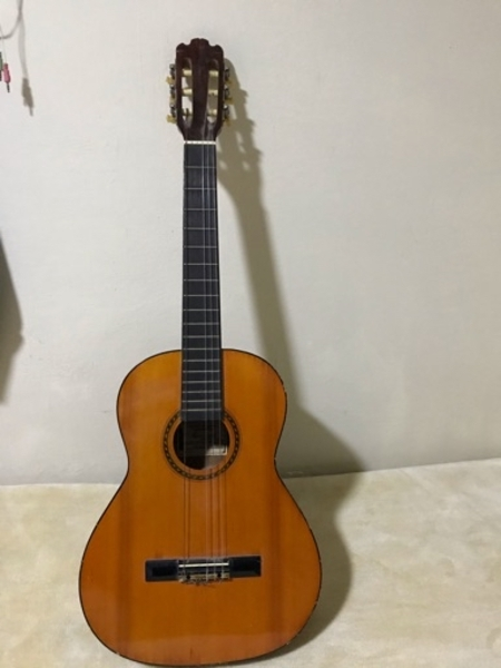 Used Guitar broken in Dubai, UAE