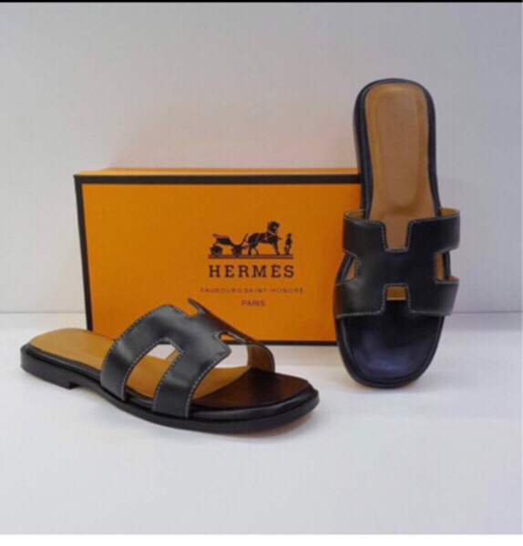 Used Hermes sandal high class 🧣🧣💄👩💃 in Dubai, UAE