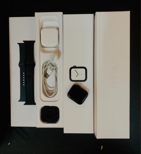 Used Apple watch series 4 in Dubai, UAE