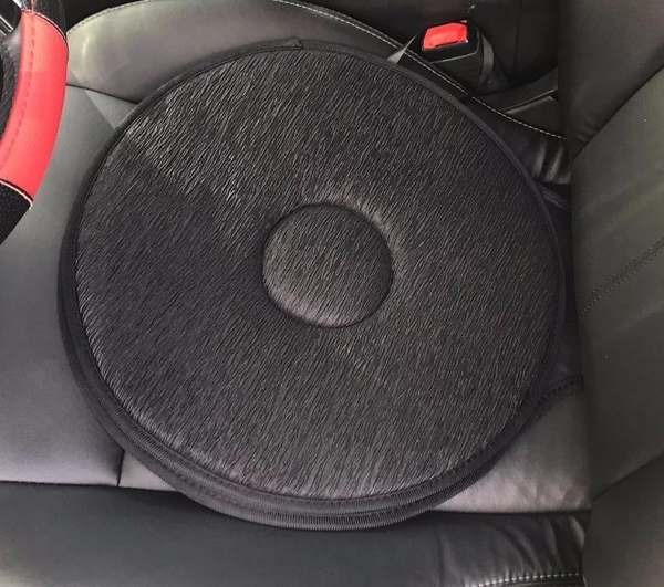 Used Car swivel seat cushion 1 pc in Dubai, UAE
