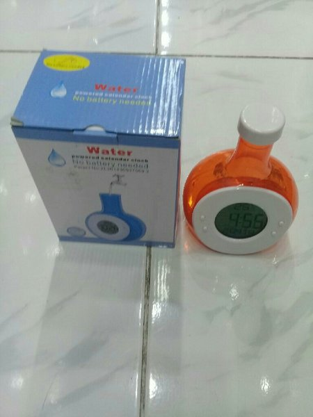 Used clock powered with wster(2 pcs set) in Dubai, UAE