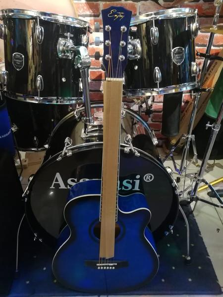 Used Brand New Guitar size 40 - Blue in Dubai, UAE