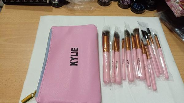 Used 12pc brush set with pouch in Dubai, UAE