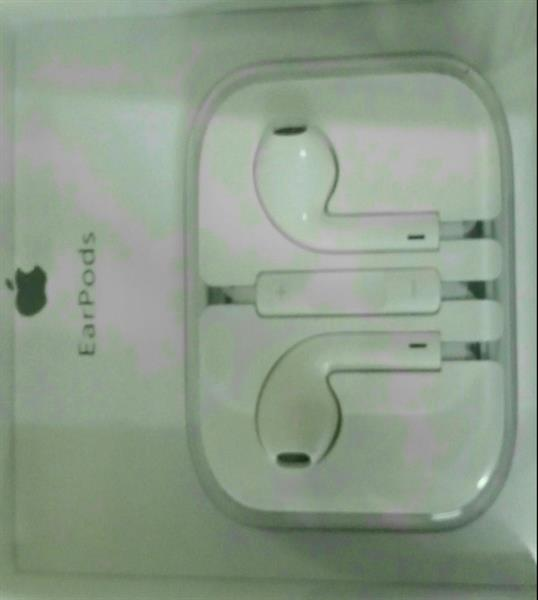 Used 2 Pieces Original Apple Earpods with remote and mic in Dubai, UAE