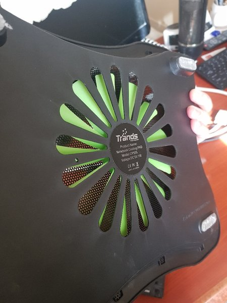 Used Lap stand with fan and usb high quality in Dubai, UAE