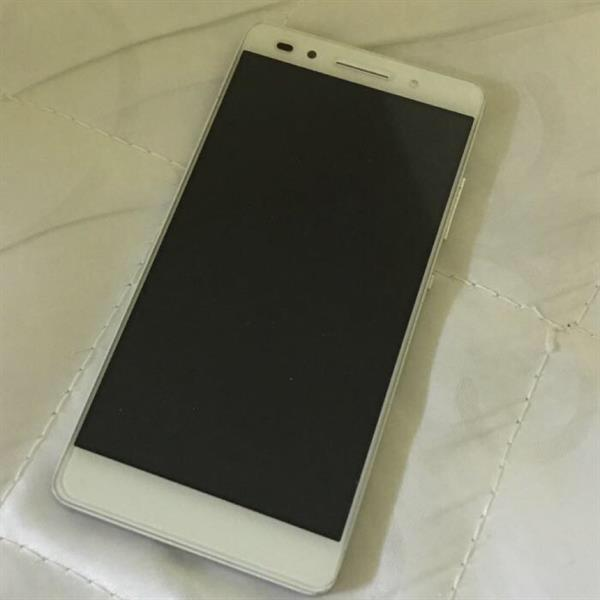 Used Huawei honor 7 very clean withe covers in Dubai, UAE