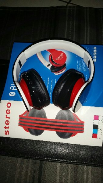 Used Blutooth Headphone Black Colour 🎁🎁 in Dubai, UAE
