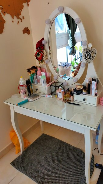 Used Make up table with lights! in Dubai, UAE