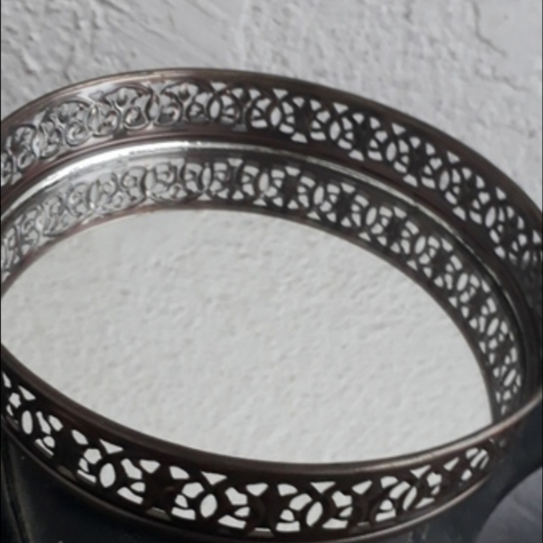Used ROUND GLASS SERVING TRAY in Dubai, UAE