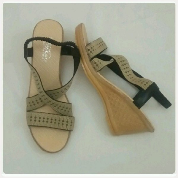 Used Casual sandal new wedge heel in Dubai, UAE