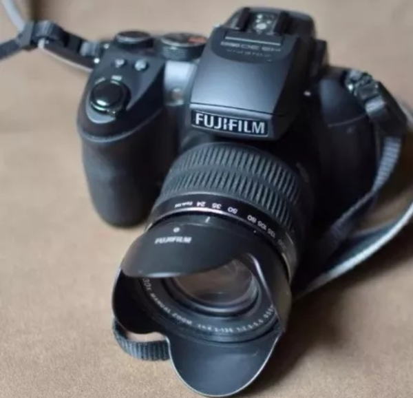 Used Dslr camera FUJIFILM HS30exr in Dubai, UAE