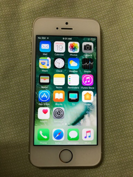 Used IPHONE 5s. 32GB GOLD WITHOUT SCRATCH in Dubai, UAE