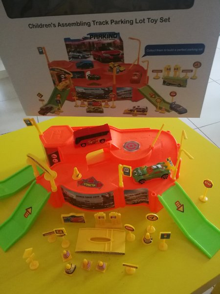 Used Parking lot toy set. in Dubai, UAE
