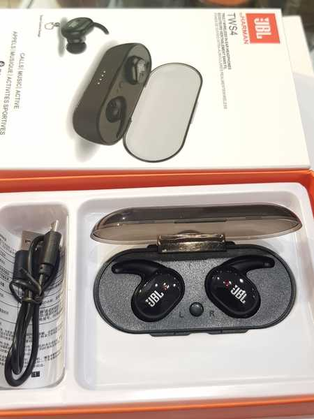 Used New packed JBL headphone in Dubai, UAE