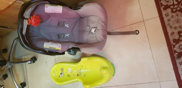 Used baby sitter and baby bath seat in Dubai, UAE