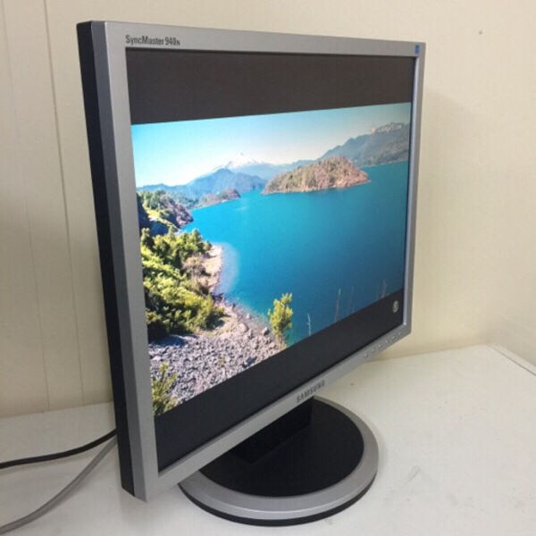 "Used Samsung lcd 19"" # 16 in Dubai, UAE"
