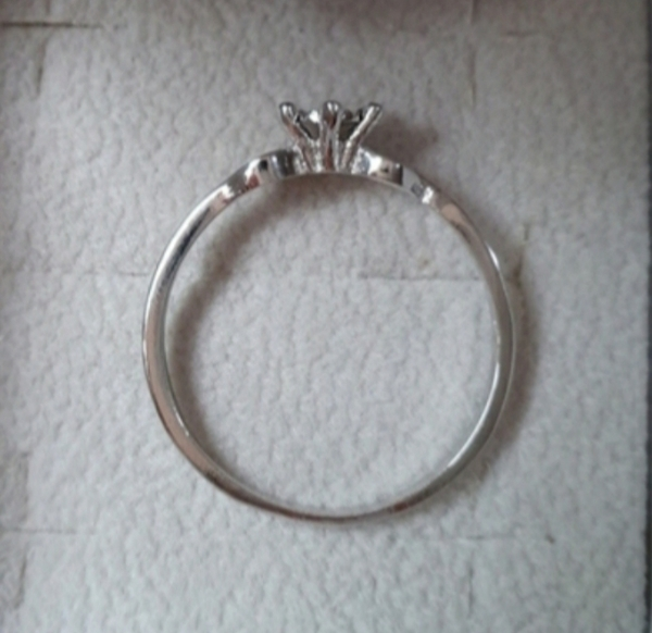 Used Real diamond ring in silver size 7 US in Dubai, UAE