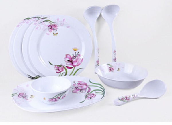 Used 10 pcs melamine dinner set  in Dubai, UAE