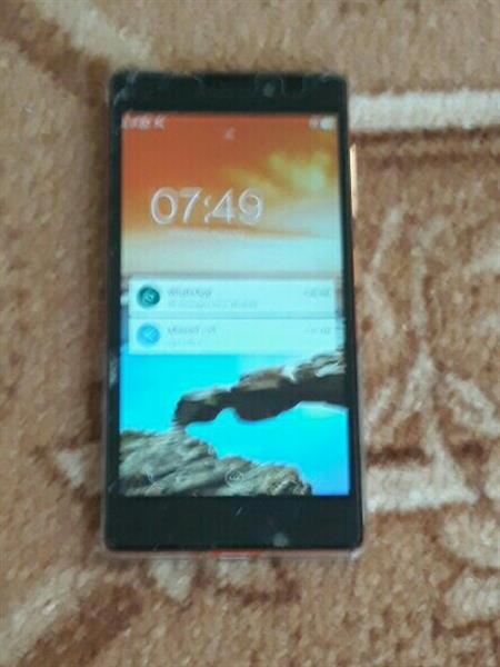 Used Lenovo Vibe X2,5inch Display 5/13 MP 2gb Ram 32gb Internal Memory Used Screen Damaged Working Good in Dubai, UAE