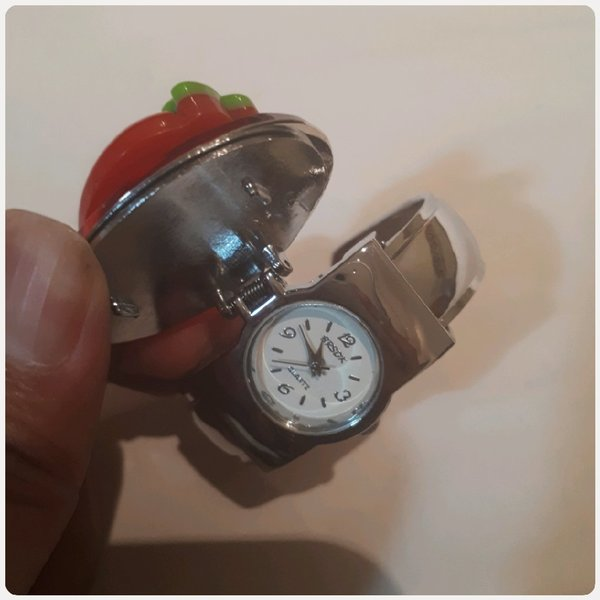 Used Unique watch with red cover A in Dubai, UAE