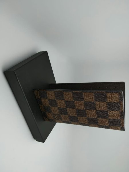 Used Checked Louis vuitton wallet in Dubai, UAE