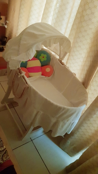 Used Moses basket with stand in Dubai, UAE