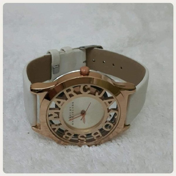Used Marc Jacobs rose gold white watch in Dubai, UAE