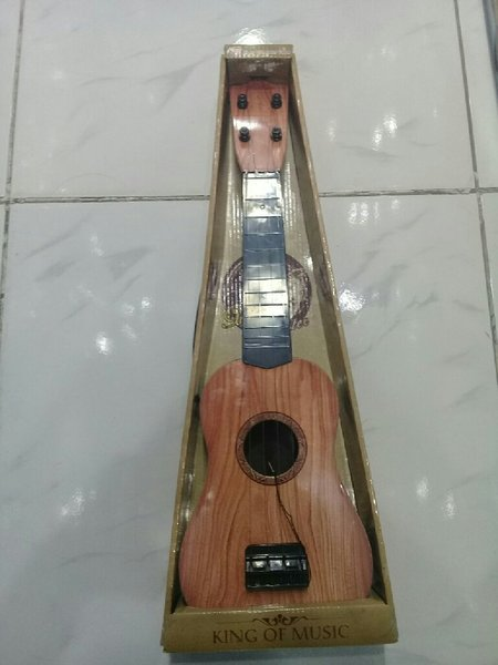 Used Mini gitar 18 inch long in Dubai, UAE
