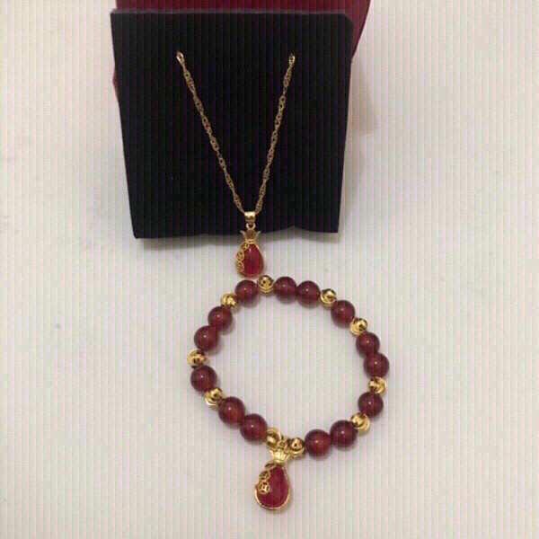 Used Red agate jewelry necklace and bracelet in Dubai, UAE