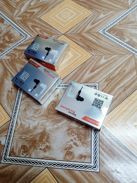 Used Huawei Headphones 3pcs in Dubai, UAE