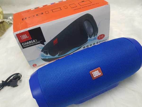 Used Charge 4 blue high sound speakers in Dubai, UAE