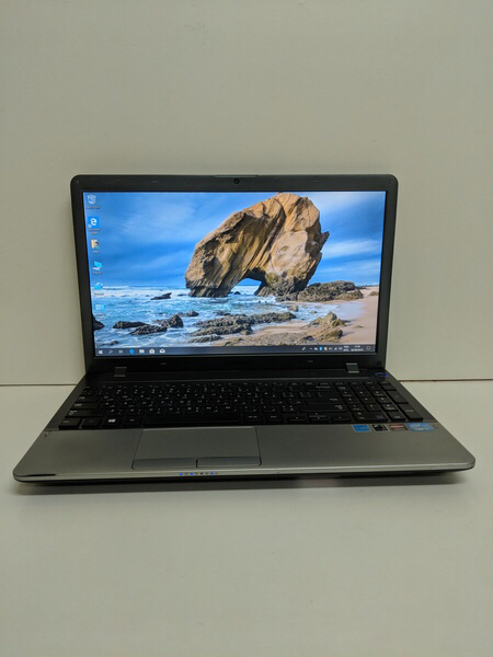 Used Samsung 350v i7 laptop with dual graphic in Dubai, UAE