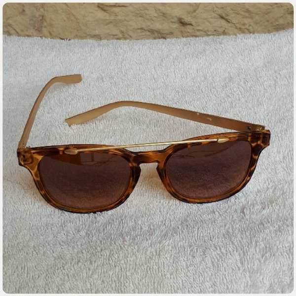 Used New sungglass fashion brown..... in Dubai, UAE