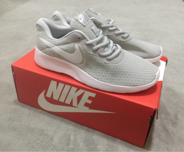 Used New nike shoes class A ( size 42) in Dubai, UAE
