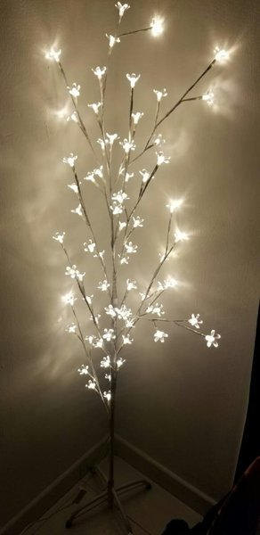 Used Lighting tree in Dubai, UAE