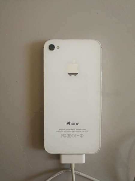 Used IPHONE 4S IN PERFECT CONDITION(CHARGER) in Dubai, UAE