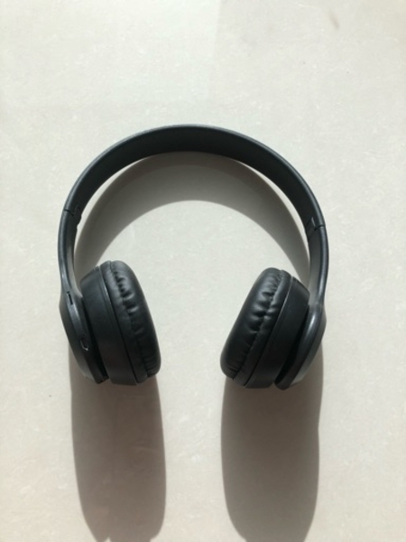 Used Black wireless headphones in Dubai, UAE