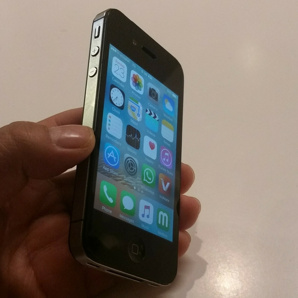 Used iphone 4 Used 16 GB Good Condition With Charger & Phone in Dubai, UAE