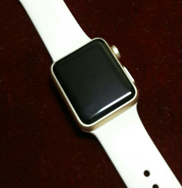 Used Apple Watch 38mm Once Used Only. New Con in Dubai, UAE