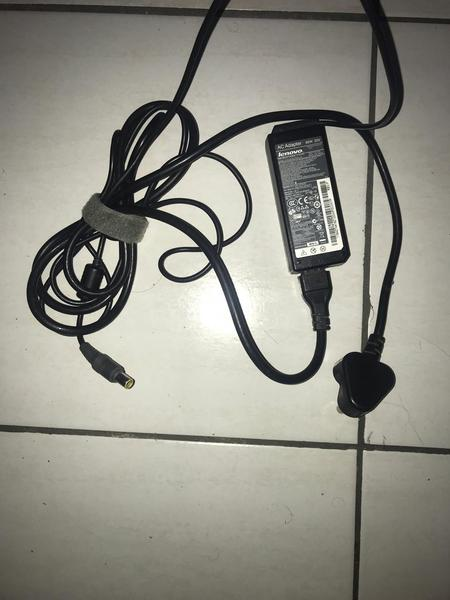 Used Laptop charger bundle offer in Dubai, UAE