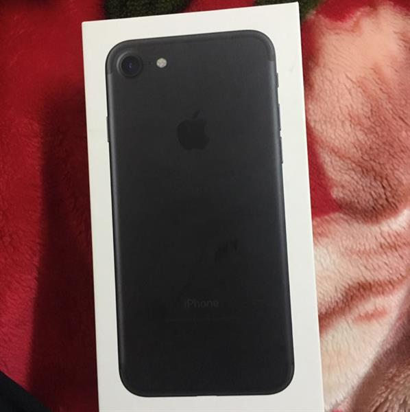 IPhone 7 Black 32GB new not used ever with all acceseres not used at all